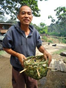 Sandot teaches us how to weave useful bamboo baskets.