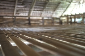 Flooring made of bamboo helps with ventilation.