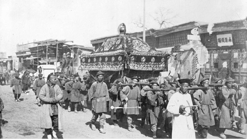 Bundesarchiv_Bild_137-009055,_Leichenzug_in_Peking